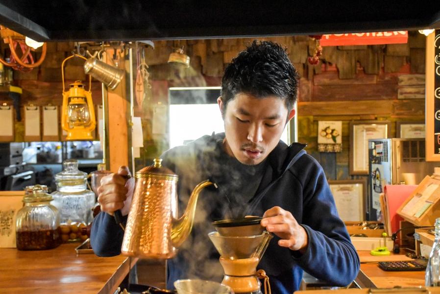 堀田さんが淹れるコーヒーは大人気メニューのひとつ